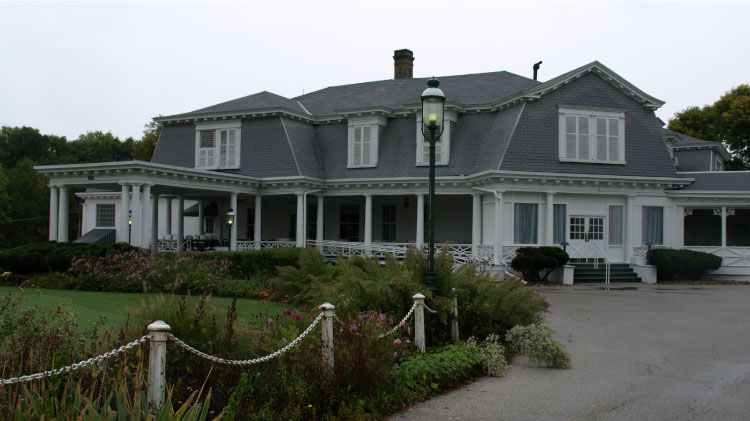 Arsenal-Island-Clubhouse.jpg